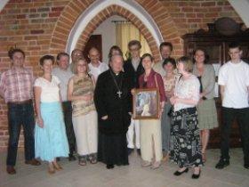 Członkowie i sympatycy bractwa z ks. biskupem W. Świerzawskim w Zawichoście